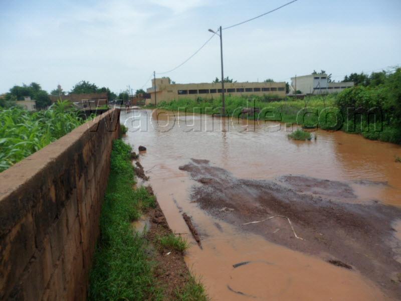 [Photos] Fortes pluies diluviennes à Waoundé, des ruelles devenues impraticables